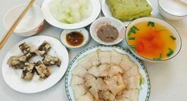 Hình ảnh món Thịt luộc bằng 1 thìa canh nước Và chấm mắm tôm.