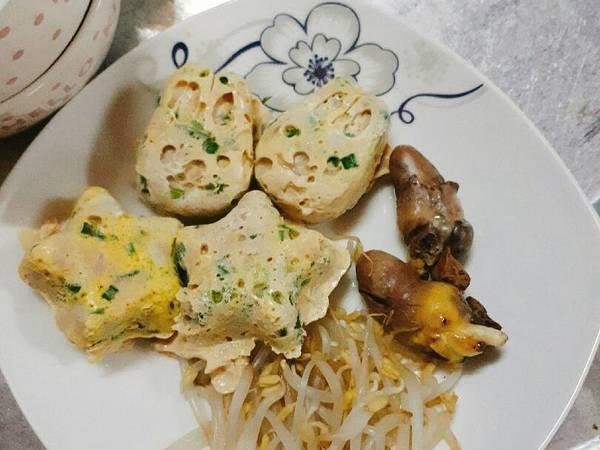 Trứng gà hấp thịt băm cho bé