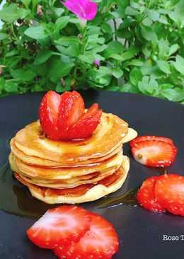 Pancake Dâu Tươi Mật Ong