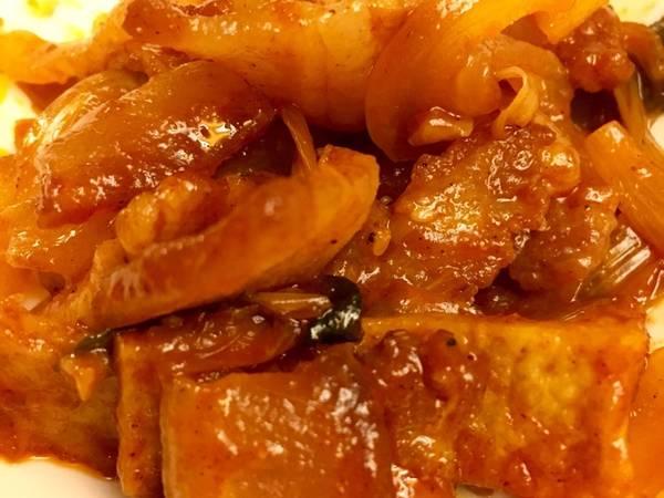 Thịt ba rọi kho đậu hũ cay