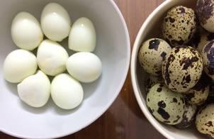 Trứng cút luộc và cách bóc trứng siêu nhanh