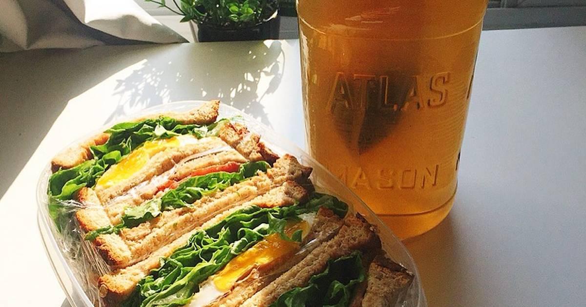 Sandwich trứng, bacon và trà ngô ??