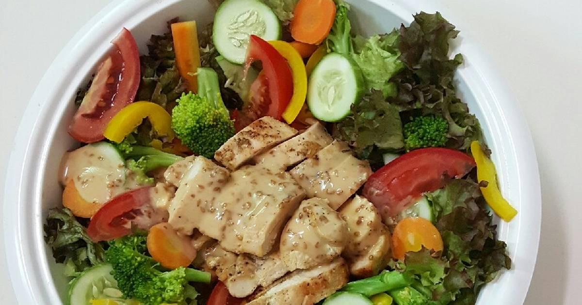 Salad ức gà sốt mè rang kewpie