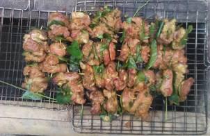 Thịt nướng lá mắc mật