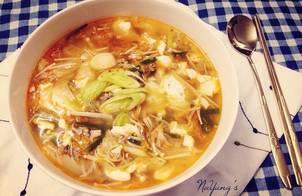 Canh kimchi nấm đậu