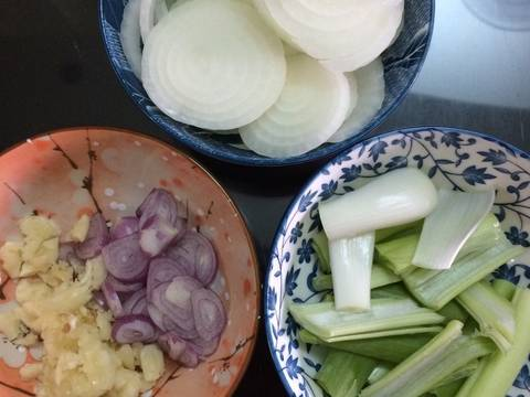 Bò xào rau củ🥩🥩🥩 recipe step 1 photo