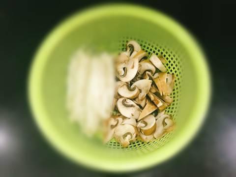 Cá Hồi Áp Chảo - ăn kèm Nấm Mỡ Sốt Tiêu Đen recipe step 2 photo