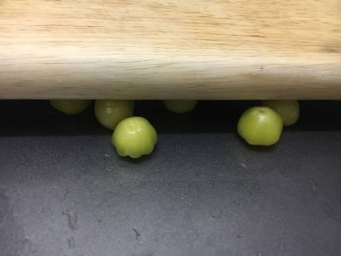 Mứt chùm ruột chua cay bước làm 2 hình