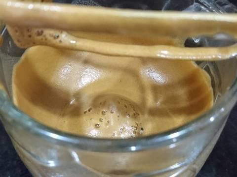 Cà phê sủi bọt bước làm 2 hình