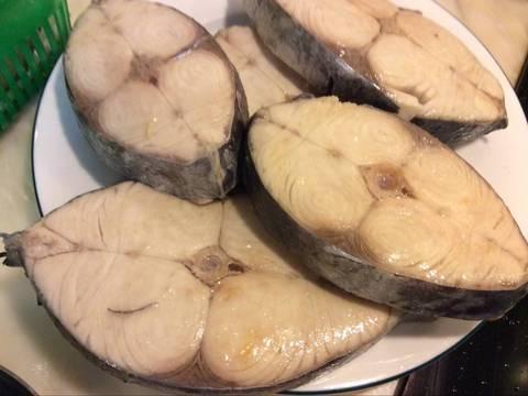 Cá thu kho riềng recipe step 2 photo