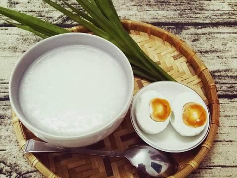 Cháo trắng lá dứa hột vịt muối recipe step 5 photo