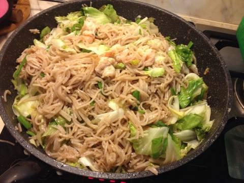 Mì gạo lứt xào tôm mực recipe step 3 photo