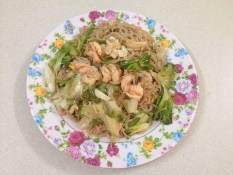 Mì gạo lứt xào tôm mực recipe step 4 photo