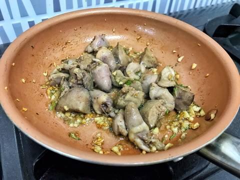 Lòng gà xào mướp recipe step 4 photo