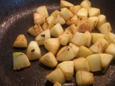 Thịt thăn heo nấu nhừ với nho khô và táo recipe step 5 photo
