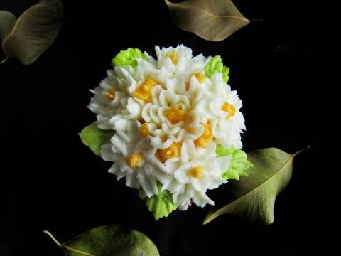 Những đóa hoa cupcake và công thức kem bơ bất bại recipe step 4 photo