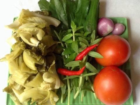 Canh cải chua nấu với lườn cá hồi recipe step 3 photo