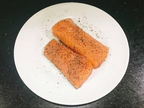 Cá Hồi Áp Chảo - ăn kèm Nấm Mỡ Sốt Tiêu Đen recipe step 1 photo