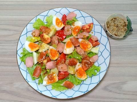 Salad xúc xích, trứng gà bước làm 3 hình