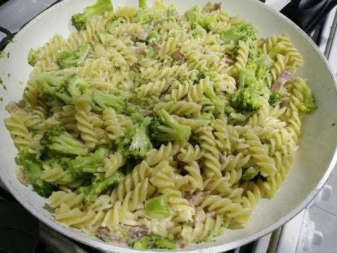 Mỳ Fusilli Với Broccoli Sốt Kem recipe step 7 photo