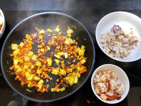 Cơm chiên hải sản trái thơm recipe step 3 photo