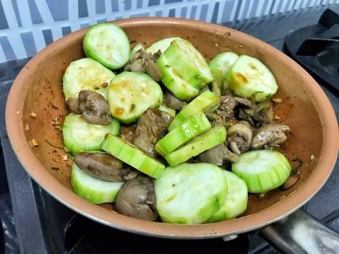 Lòng gà xào mướp recipe step 5 photo