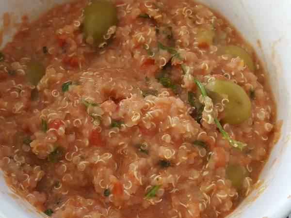 Quinoa aux olives et à la tomate