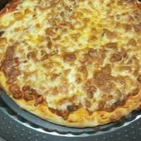بيتزا بالجبنه القشقوان