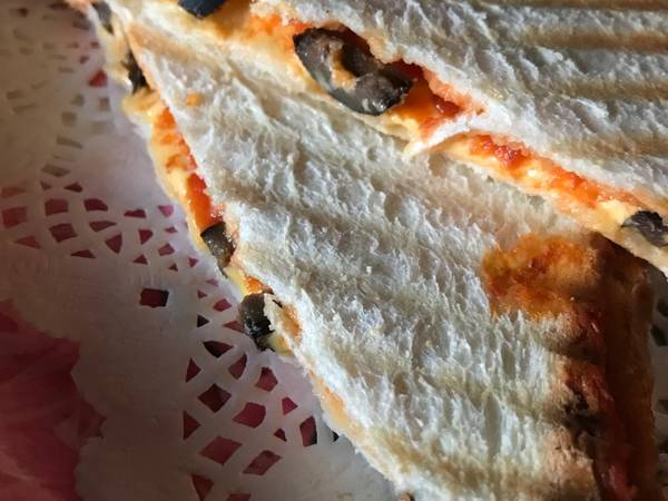 بيتزا ساندوتش اللذيذة 🍕