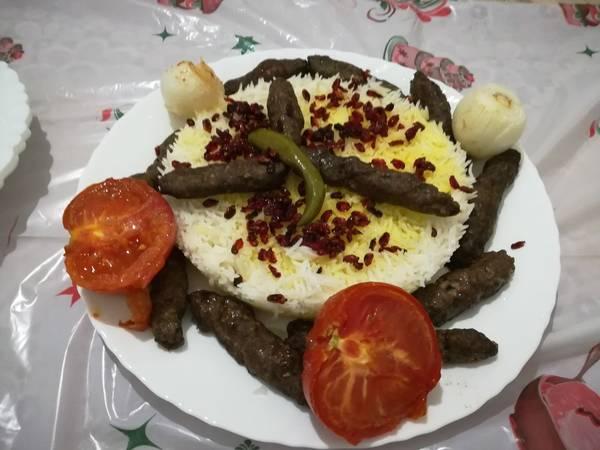 كباب مع الأرز بالزعفران والزرشك