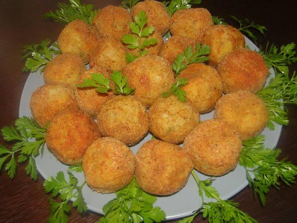 طريقة عمل كرات البطاطس بكبد الدجاج والجبنة