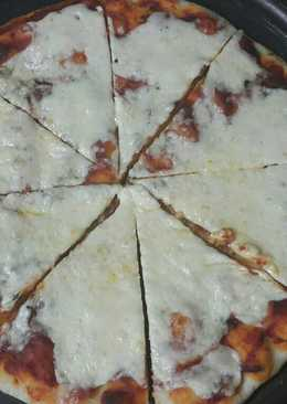 بيتزا بجبنة القشقوان😋😋