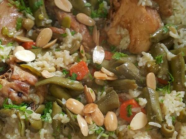 مقلوبة الفول الأخضر بالدجاج