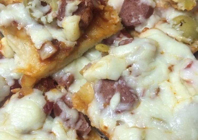 بيتزا بحبات النقانق غير شكل