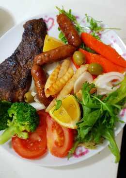 #أكلات_للعشاء ستيك لحم مشوي مع سجق