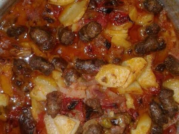 صينية بطاطس بالسجق