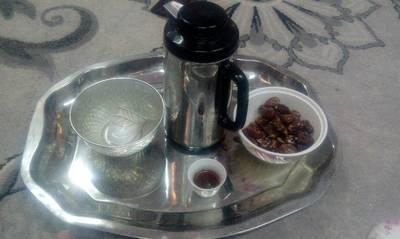 القهوه العمانية مع تمر الخلاص