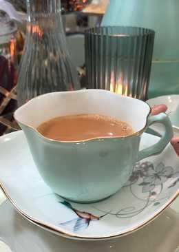 شاي كرك بالهيل والزعفران