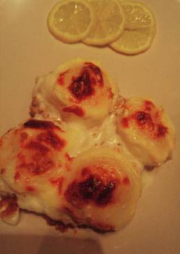 صينيه كرات البطاطس باللحمه وصوص الباشميل.