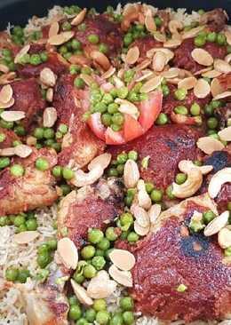 رز بخاري مع دجاج محمر بالصلصة