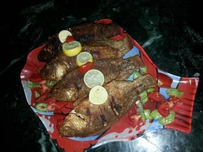 سمك مقلي بالدقه والليمون