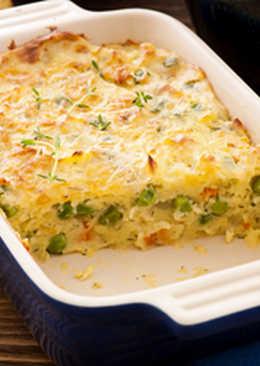 طريقة عمل صينية البيض والبطاطا بالجبن والبصل الأخضر