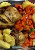 دجاج بالفرن مع البطاطا والجزر