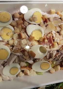 # نجم _الفطور سلطة البيض وصدر الدجاج مع الخبز المحمص