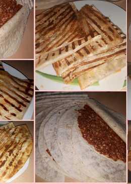 طوشكا اللحم بخبز التورتيلا