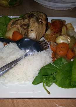طبق خضروات سوتيه مع الارز والدجاج المشوي المتبل بالثوم والزعتر