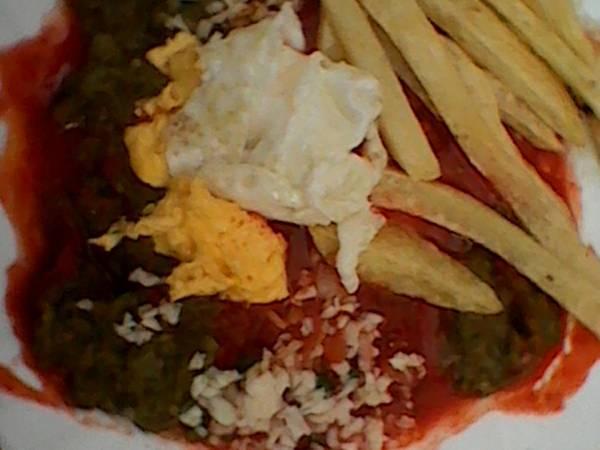 مقلي أكلة خفيفة مع الأصدقاء في المدرسة