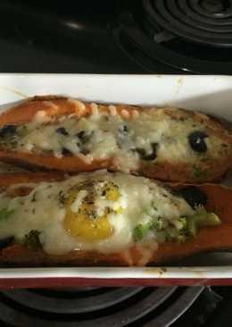 بيض وبطاطا حلوة مطهوين في الفرن