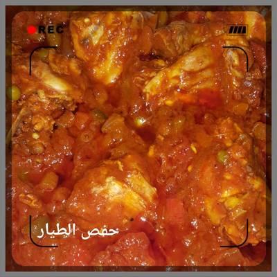 دجاج بصلصة الطماطم