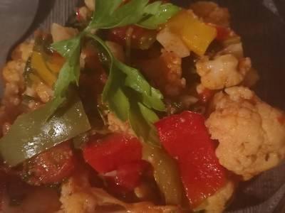 صينية قرنبيط بالخضروات